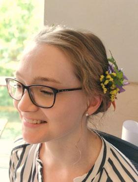 Blütenhochsteckfrisur sommer frisuren hairstyling unternehmungen mit kindern erlebnisgutscheine