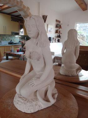 """""""La Sirène"""" - Grès chamotté - 2012 - Hauteur : 41cm - Largeur : 17cm - Profondeur : 25cm - Collection de l'artiste"""