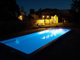 La piscine de nuit du Château La Hitte en Gascogne