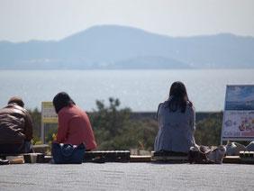 三河湾を眺めながら、ラグーナの湯の足湯でまったり