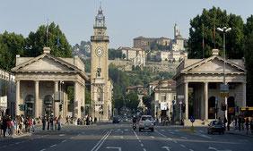 bergamo Città alta Colleoni Piazza Vecchia , funicolare , mura , teatro Donizetti