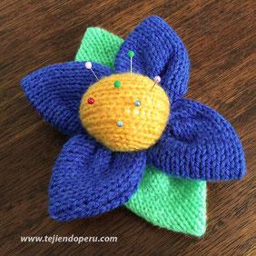 Paso a paso: alfiletero en forma de flor tejida en dos agujas o palitos