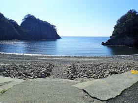 浮島ビーチの写真です。綺麗なのんびりとした雰囲気。