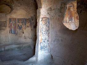 OmoGirando la Madonna delle Virtù e San Nicola dei Greci