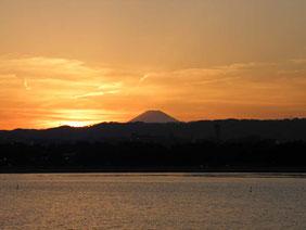 八景島からの夕焼けの富士山