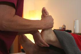 Dorntherapie des Fußgelenks