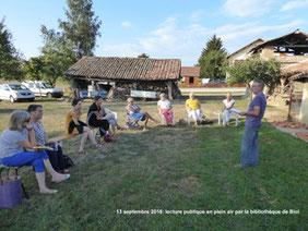 Lecture dans un site insolite par la Biliothèque des Vals du Dauphiné, sise à Biol.