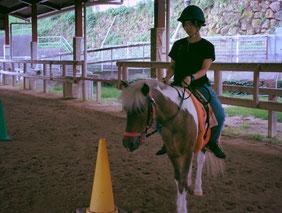 馬に乗ると視線が高くなり姿勢もよくなります