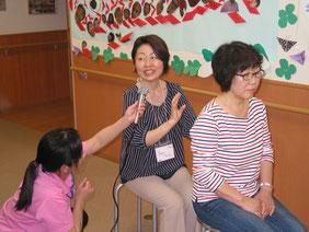 福祉介護施設などで働く方や利用者様、 またそのご家族のケアのためタッピングタッチの指導も行っている