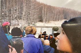 地元の多くの市民、子供たちが献花に(樺太・千島戦没者慰霊碑竣工追悼式)