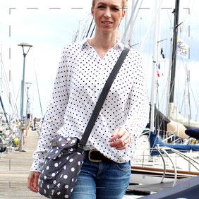 Julia Design handmade Handarbeit Tasche Umhängetasche Hobobag Stoff kleine Lene
