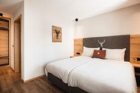 Schlafzimmer mit Boxspring-Bett