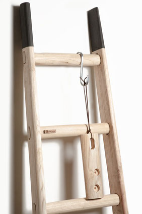 Scala a pioli decorativa con lance colorate - Wood ladder with custom color spurs - echelle deco