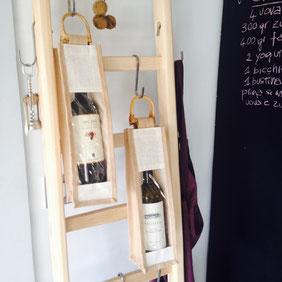 Busta in juta per arredare una scala a pioli - wood ladder decor details