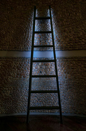 Scala a pioli  in legno con sistema di illuminazione a led - Lamp wood ladder with integrated rgb led light system