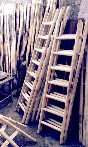Scala a pioli in legno rustico per arredamento - Ladder in rustic wood for home decor  - Echelle en bois naturel