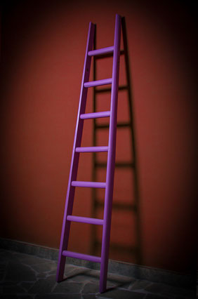 Scala a pioli colorata per arredo e vetrina - Wood ladder colored for interior decor - Echelle de couleur pour la maison