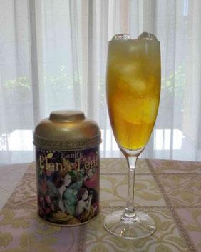 グラスに入ったフルーツセパレートティー。