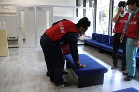 安全・安心にイスに座るための手引きを学びます(市ボランティア・市民活動センター)