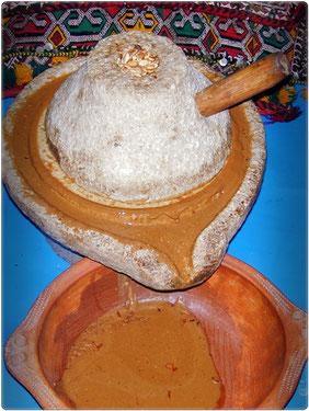 Extracción artesanal aceite de argán. Moroccan Biocosmetic.