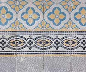 Leißnerstr. 24, Fußbodenfliesen im Treppenhaus