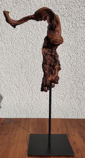 Skulptur 1 / Mopani (Eisenholzwurzel) auf Stahlfuss / Januar 21 / Höhe 47 cm