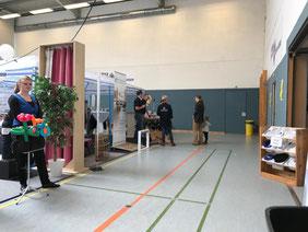 Vorstellung der Gewerbetreibenden in der Sporthalle des ATSV in Bremen-Habenhausen (Foto: Jens Schmidt)