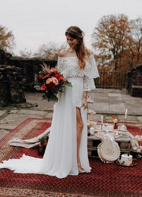 Gartenhochzeit Brautkleid mit Carmenausschnitt