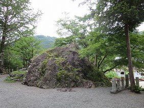 白滝人社車内にある降臨石