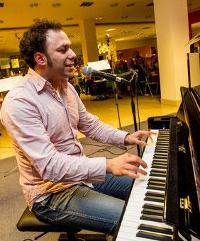 Murat Parlak am Klavier
