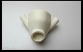 Nasenmaske für die Zufuhr von Sauerstoff und ggf. auch Lachgas. (© Dr. Hartmut Sauer)