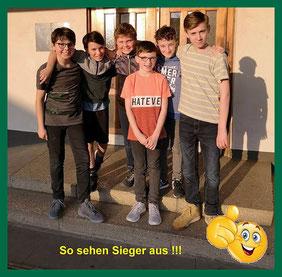 Emanuel, Jonas, Matteo, Timo und Hendrik (vorne: Nico, Timos Bruder und Edel-Fan)