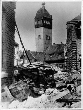 Kriegszerstörungen in Schweinfurt mit Blick auf den früheren Feuerwehrturm, der einst neben dem Zeughaus in der Bauerngasse stand