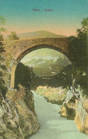 Die alte steinerne Napoleonbrücke aus dem Jahre 1758/59 auf einer Postkarte aus der Vorkriegszeit. Sammlung Isonzofront.de