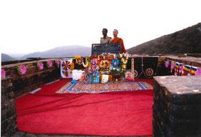釈迦がしばしば説法した霊鷲山山頂付近の法座