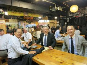 ひろめ市場で。左より橋口会長,菅井会長,西條委員