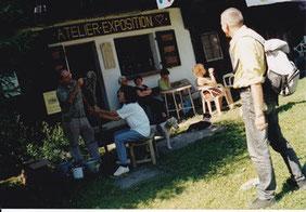 Quelques artistes  devant l'atelier de Louis Chabaud, lieu de réunion incontournable