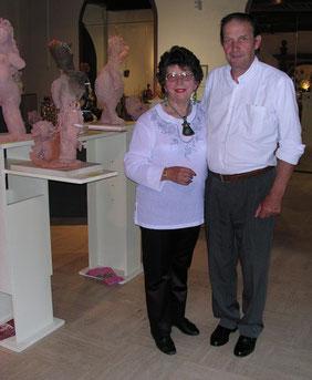 Jeanine Rivais entre deux entretiens et Michel Smolec exposant