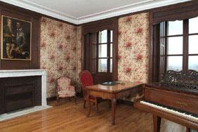 La chambre de Romain Rolland : le piano a remplacé le lit.