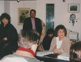 Jeanine Rivais prête à commencer sa conférence sur l'Art singulier