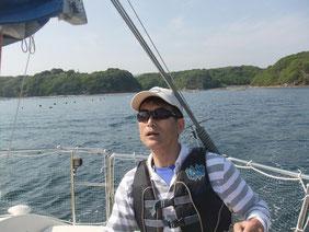養殖筏に気を配り英虞湾内を進む