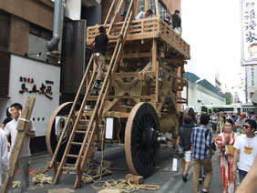 菊水鉾の解体作業