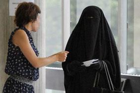 Eine Burka gehört nicht in eine Behörde