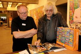 Fotos: Siegfried Mandel; Auf den Bildern: Thomas Herrmann (links) mit dem 10.000 Besucher Michael Werner