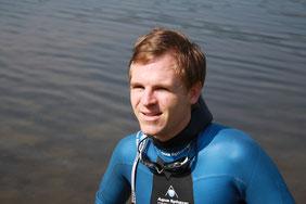 Wolfgang testet seinen Restube auf einer Schwimmtour durch die Holsteinische Schweiz.