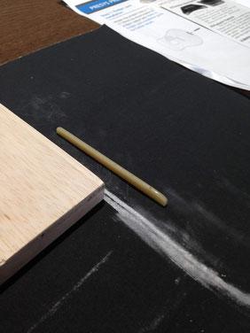 ギターにピックアップを:サドルを削る