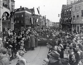 Liberation of Utrecht by the Polar Bear Division (Werf, F.F. van der Werf, Collectie Het Utrechts Archief)