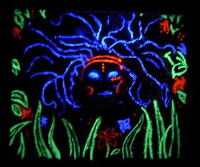 Peintures fluorescentes sous lampe UV