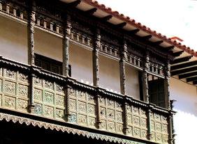 antiker Holz-Balkon