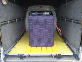 「防振サス(エアサス)」搭載車の荷室風景
